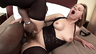 Horny cheating MILF Magda gets tochis fucked on the bed while will not hear of husband is at work