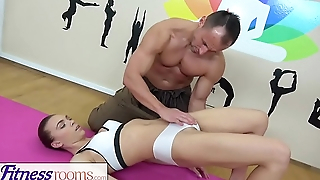 Fitness Rooms Young broad-shouldered yoga beauty in lycra shorts fucked by gym hunk
